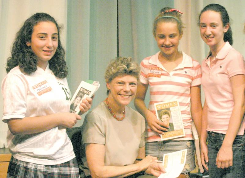 Cokie Roberts with students at Stuart Country Day School